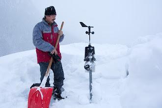 Photo: Liberata la stazione meteo sommersa dalla neve.