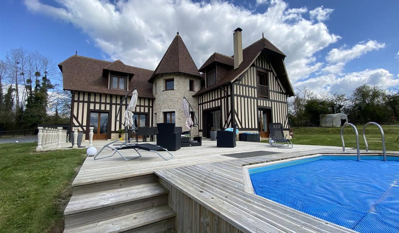 Maison contemporaine avec piscine et jardin Le Renouard