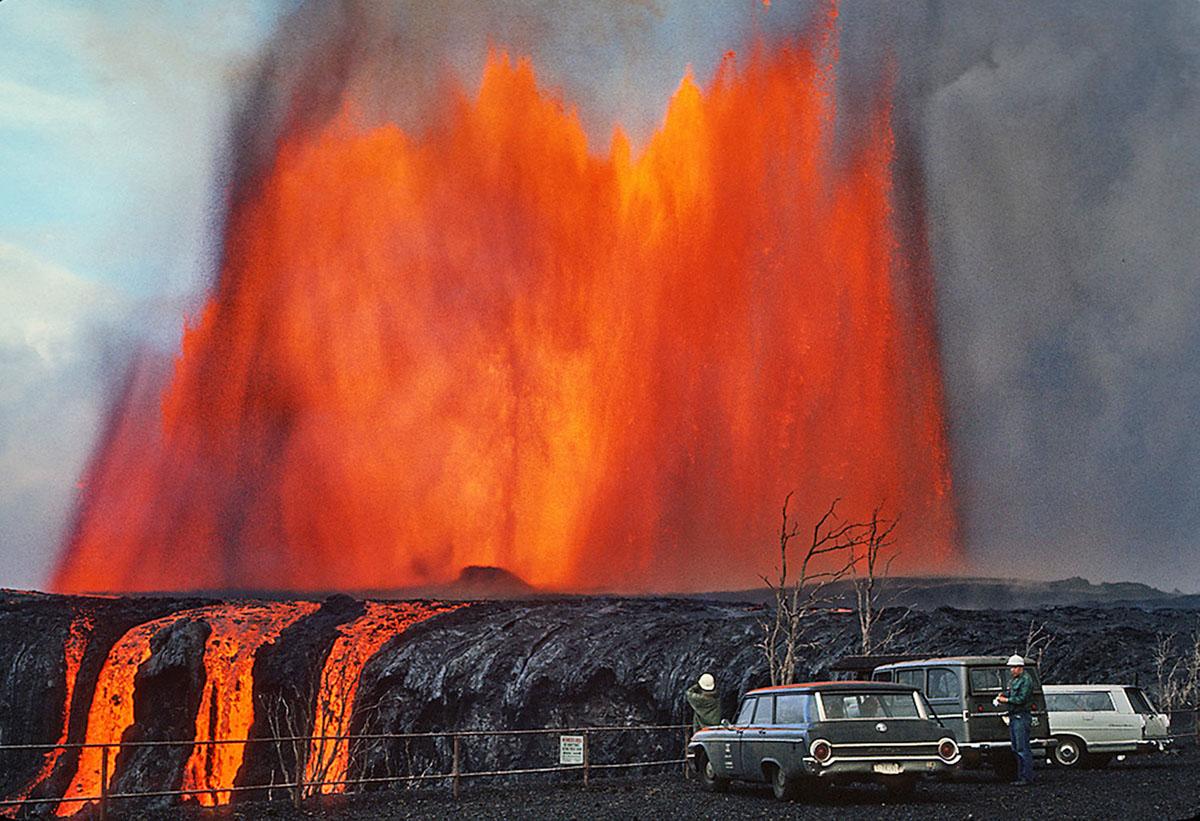 1,000 foot lava fountain in Mauna Ulu