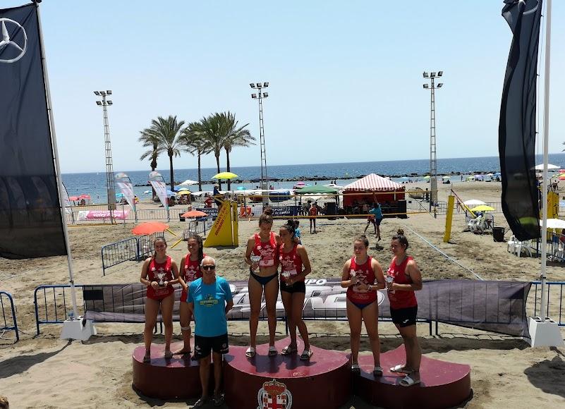 El podio juvenil femenino.
