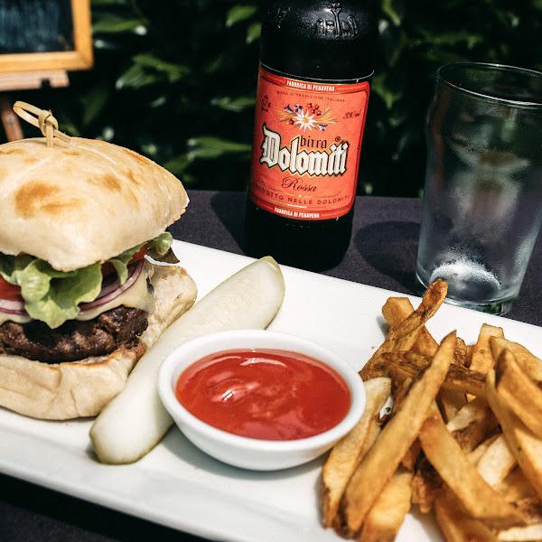 pentimento cheeseburger *can sub a gluten free bun*