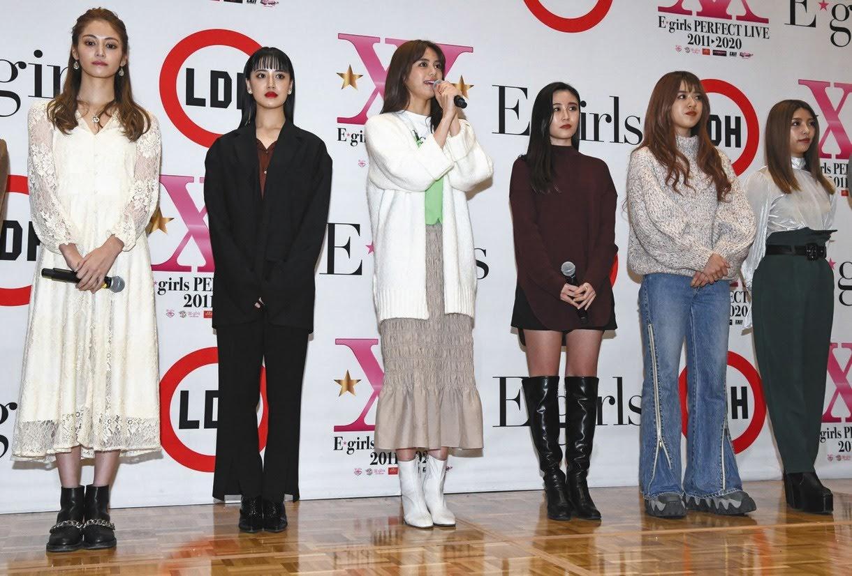 """As meninas anunciando o fim, durante o evento de divulgação do novo single """"Bessekai""""."""