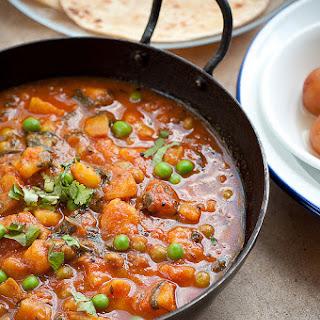 Dhaba Style Aloo Matar Recipe (Vegan)