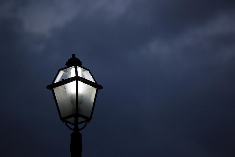 """Il lampione """"solitario"""" di Leonardo la Donna"""