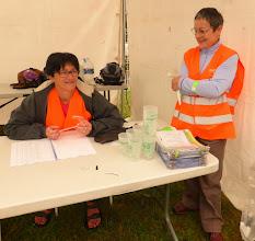 Photo: Isabelle et Nadine sont prêtes pour inscrire les participants.