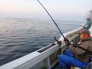 """Photo: さあー!この人""""イノウエさん""""は一体何匹釣ることやら・・・。"""