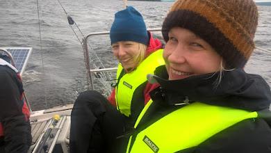 Photo: Julanna ja Malla - viileetä on mutta ilmeisesti hauskaa ...