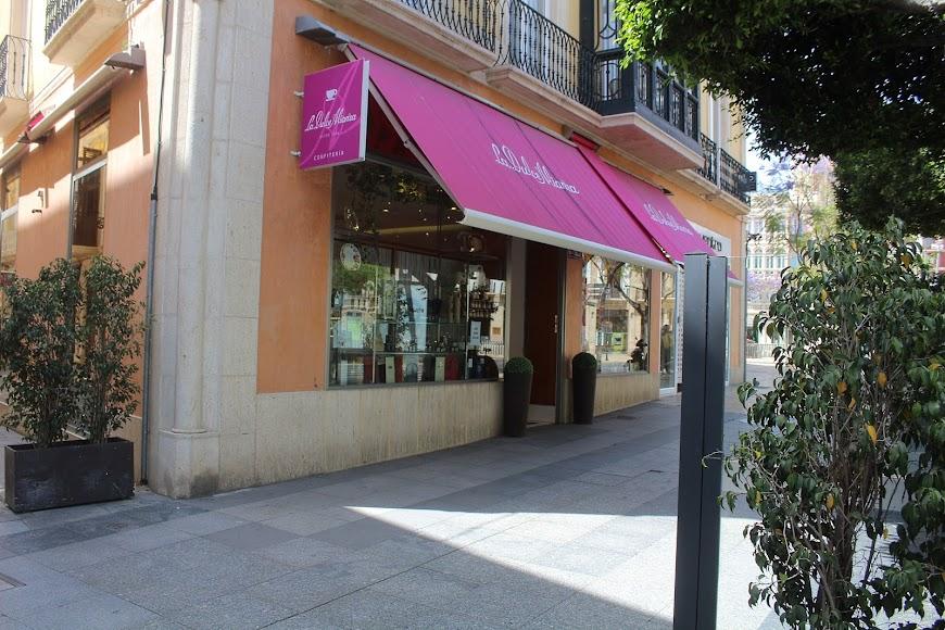 La Confitería La Dulce Alianza, ubicada en el Paseo de Almería y que abrirá su terraza durante los próximos días.