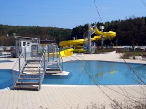 Photo: Ziel in Hirschau: Schwimmbad am Fusse des MONTE KAOLINO