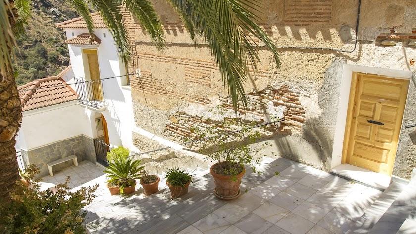 Imagen de una bonita calle ubicada en el municipio almeriense de Laroya.