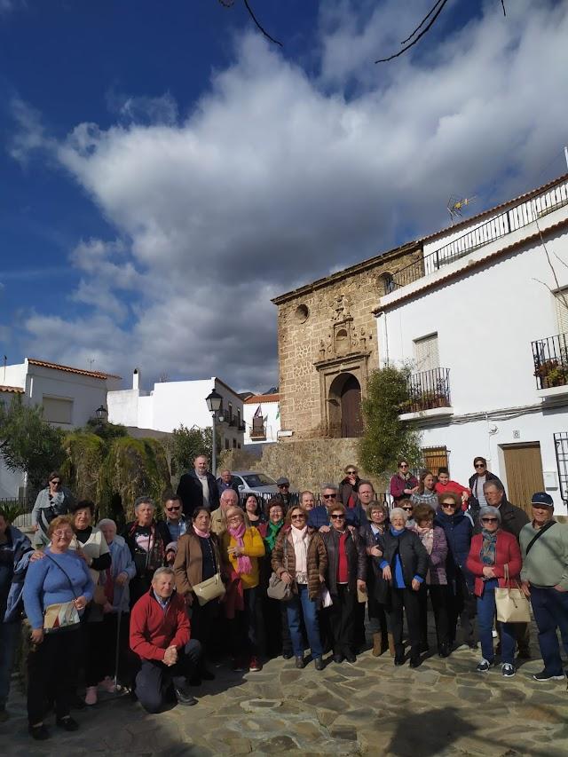 Velefiqueños disfrutan de una visita en la plaza de Almócita.