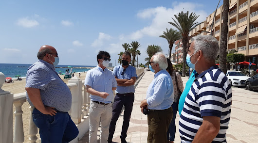 Más de 3.500 m3 de arena trasvasada para conservar la playa en Garrucha