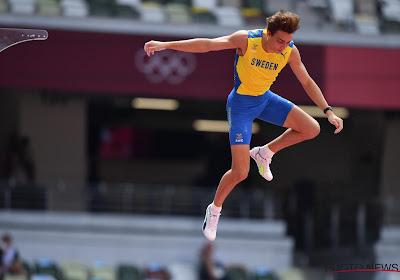 Sensatie 'Mondo' Duplantis is op zijn 21ste olympisch kampioen, wereldrecord komt er net niet (maar wat scheelt het!)