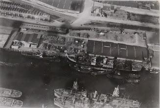 Photo: [1922 ©-verzameling Gemeentearchief Rotterdam CAT XIV 354] - http://www.gemeentearchief.rotterdam.nl - Brede Hilledijk ter hoogte van het begin van de Veerlaan - op de voorgrond de Overzeesche Hout Import Mij.