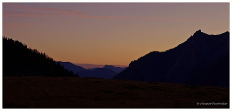 Photo: Die Natur erwachen sehen ! Sonnenaufgang / Sunrise  Datum und Uhrzeit (Original)2011:10:30     07:31:36  PENTAX K-7 ISO100 Belichtung1/6 Sek. Blende f/13.0 Brennweite50mm