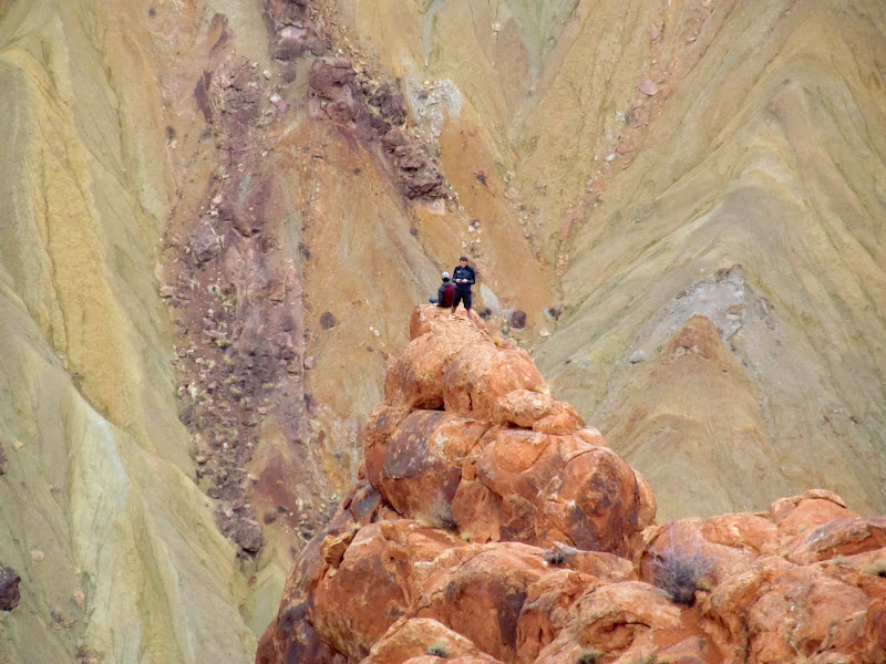 Photo: Hikers at Upheaval Dome