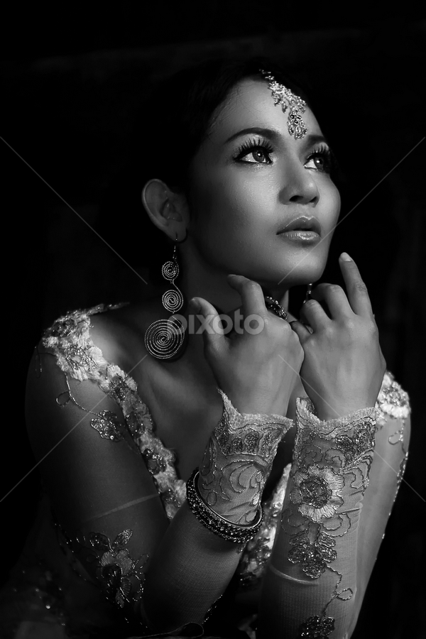 Nia by Ivan Lee - People Fashion ( canon, girl, woman, bw, kebaya )