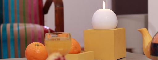 decoration-beton-cire-table-de-salon-bougeoir-objet-decoratif-enduit-revetement-maison-appartement-tendance-design-moderne-les-betons-de-clara