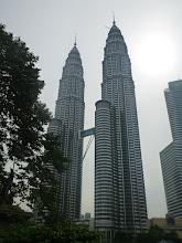 Photo: Hlavní dominantou Kuala Lumpur jsou věže Petronas.