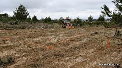 Photo: de funderingslijnen voor het uitgraven