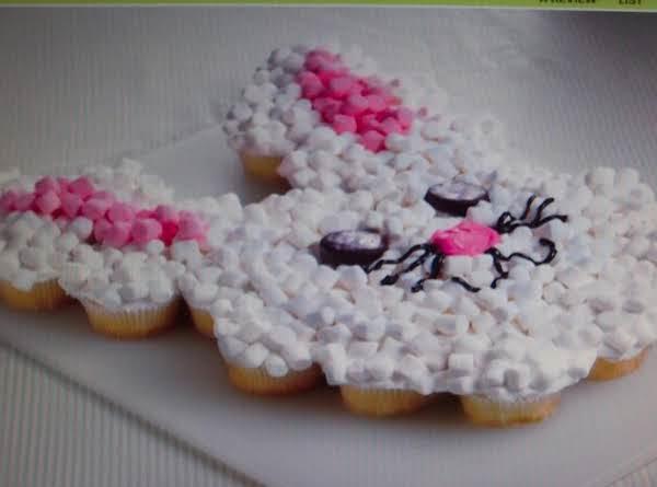 6 Easter Cakes  Found  Bettycrocker.com