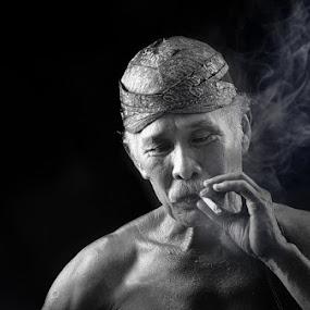 Pak Tua by Iwan Mochammad - People Portraits of Men
