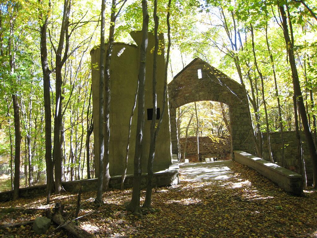 new york hiking cornish estate trail