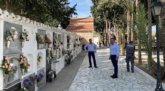 El cementerio municipal de Pulpí se prepara para el Día de Todos los Santos