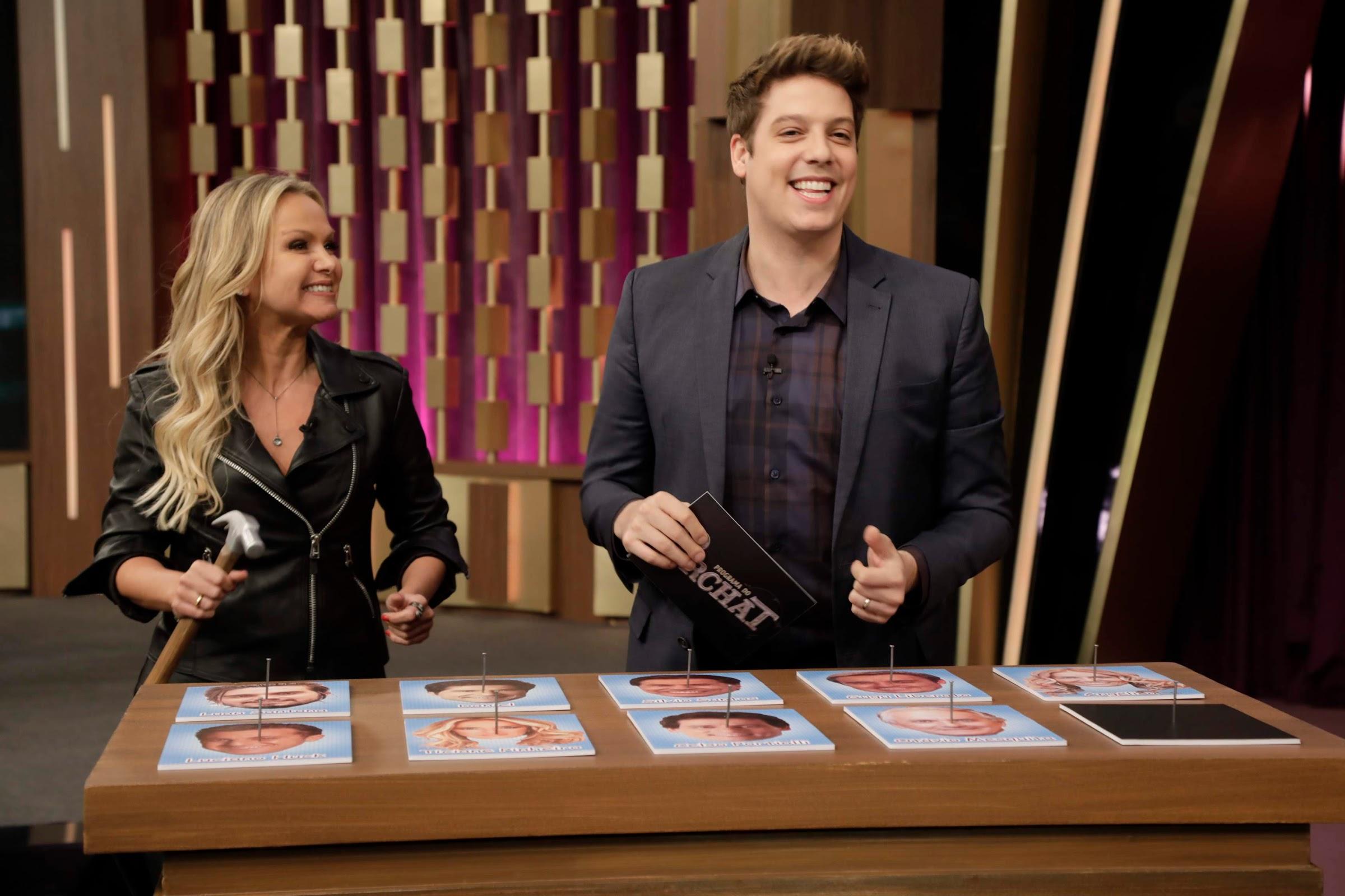 Eliana rever imagens dos programas que apresentou na Record TV