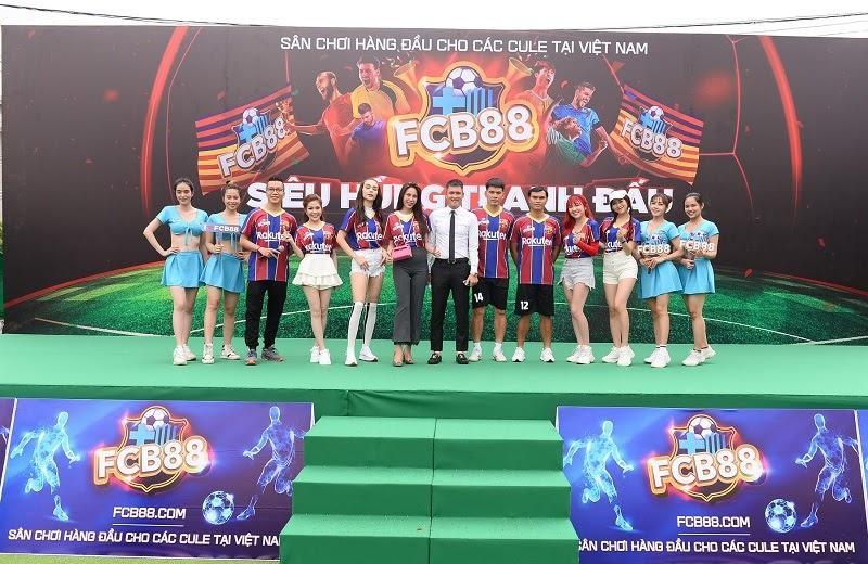 Nhìn lại trận cầu nảy lửa giữa FC Barca và MU Việt Nam, hứa hẹn đêm chung kết làm 'nức lòng' người hâm mộ - Ảnh 5