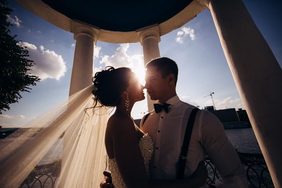 Wedding photographer Vasiliy Tikhomirov (BoraBora). Photo of 24.12.2014