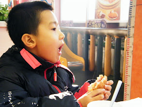 Photo: benzrad 朱子卓 treats son, warrenzh 朱楚甲, in weekend during hard time and decaying salary in sinking PRC. bimonthly dinner&breakfast in KFC Tiedong franchise managed to be sustained in pinching budget. here son enjoys KFC food.