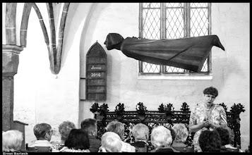 Photo: Der Schwebende: 1927 hat Ernst Barlach aus Güstrow hat dieses Werk als Ehrenmal für die Opfer des 1. Weltkrieges gegossen.