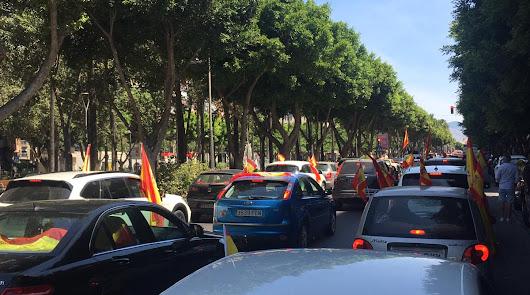 500 vehículos se suman a la 'Caravana por la libertad' en Almería