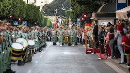 La Brigada de La Legión celebra el Día de las Fuerzas Armadas en el centro de la ciudad.
