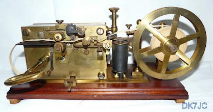 """Photo: Französischer Morseschreiber der """"ADMINISTRATION des POSTES et des TELEGRAPHES""""  Ser.Nr.: 107 aus 1916  gefunden in Sonneberg/Thüringen  DL  """"F""""  # 816"""