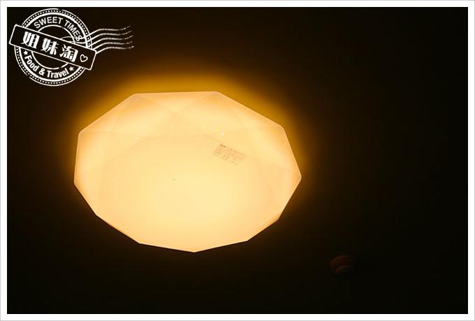 toshiba吸頂燈102