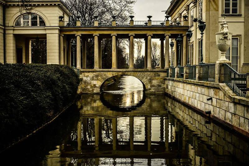 Palazzo sull'acqua di Francesco Lariccia