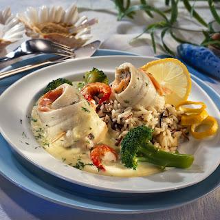 Schollenröllchen auf Blumenkohl-Broccoli-Creme