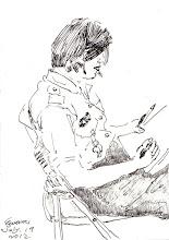Photo: 學姊2012.07.19鋼筆 欸!文蔚,幫我畫一張! 畫人相我還沒什把握,要是畫醜了,怕被妳老公跟兒子揍! 不管!快點畫! (很有技巧地畫了瀏海遮住大半的臉)畫好了! 鼻子嘴巴有像我,不過身材畫太糟了! 呃!