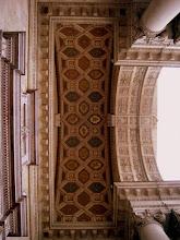 Photo: A bejárat mennyezete