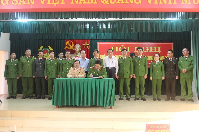 Ký cam kết thi đua và ký cam kết thực hiện các nhiệm vụ về phòng chống pháo dịp Tết Nguyên đán 2020