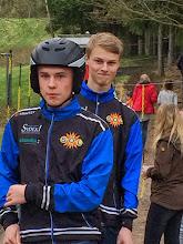 Photo: Isak och Adam laddar för rodel !