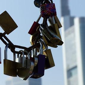 The chain of Love by Francesco Altamura - Artistic Objects Other Objects ( love, skycrape, chain, locks, bridge )