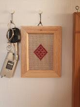 Photo: 作ったフレームは鍵かけに飾りました。