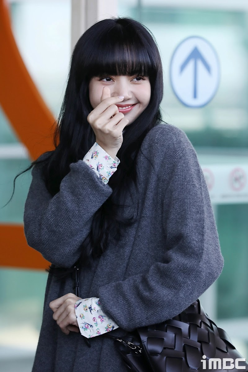 Lisa-blackpink-airport-fashion-2020-02-18-3 (1)
