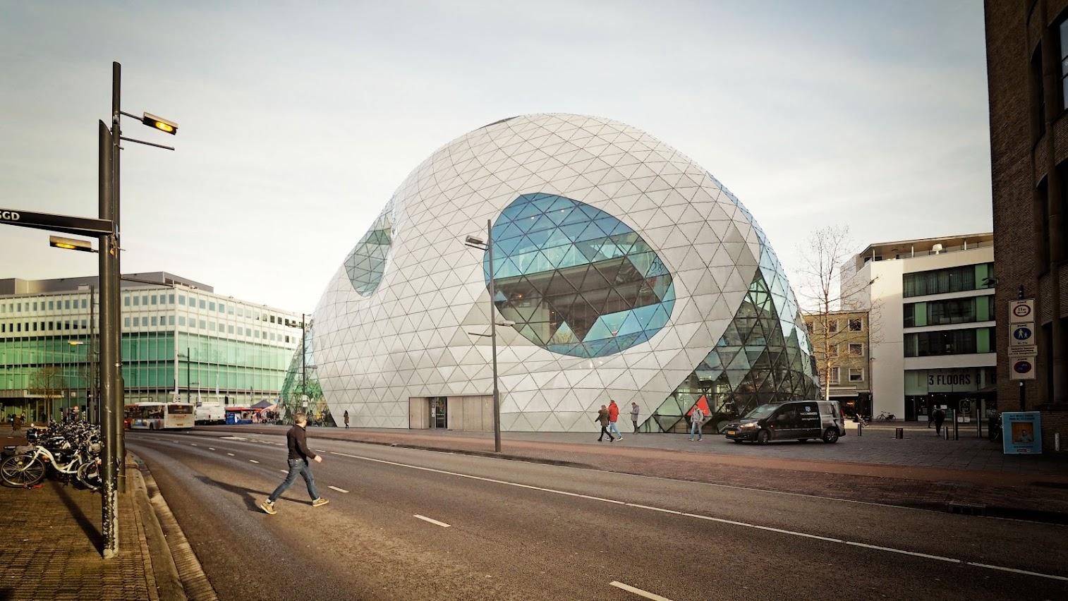 Aangeboden door: Stichting Microtoerisme InZicht Fotoblog Eindhoven blob centrum architectuur
