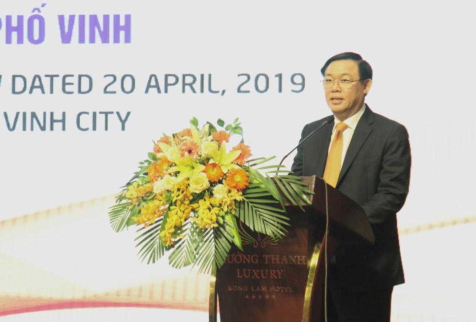 Đồng chí Vương Đình Huệ, Ủy viên Bộ Chính trị, Phó Thủ tướng Chính phủ phát biểu chỉ đạo tại Hội nghị