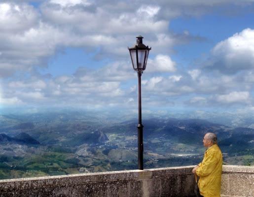 UOMO E LAMPIONE di AntonioLeone