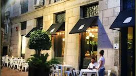 El establecimiento está situado en pleno centro histórico.